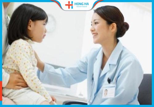 thăm khám u nang buồng trứng ở trẻ