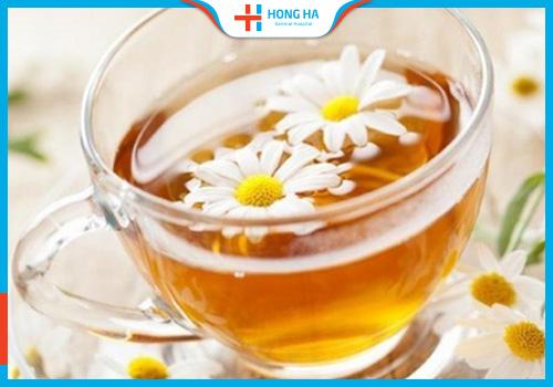 Trà hoa cúc hỗ trợ điều trị u nang buồng trứng