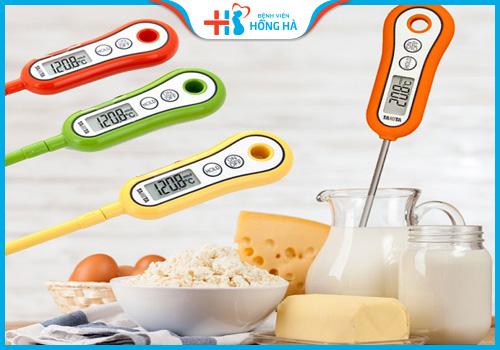 không dùng nhiệt kế thủy ngân đo nhiệt độ thức ăn
