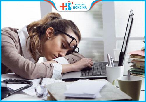 dấu hiệu gây vô sinh nữ thức khuya