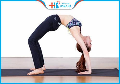 bài tập yoga chữa vô sinh bánh xe