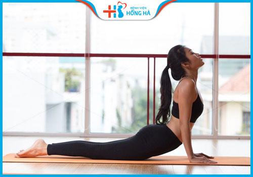 bài tập yoga chữa vô sinh rắn hổ mang