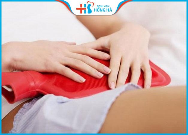 Chườm ấm bụng giúp giảm một phần cơn đau